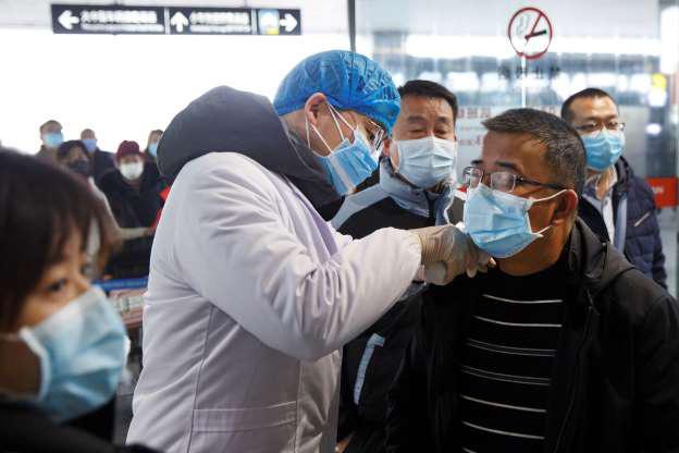 Giới chuyên gia tung loạt phát hiện mới về sự lây lan của virus Vũ Hán - Ảnh 1