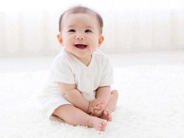 Thời điểm bé biết ngồi và cách luyện tập ngồi cho bé không để ảnh hưởng đến cột sống - Ảnh 5