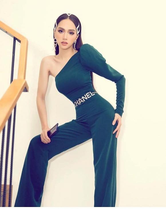 Hoa hậu Hương Giang bị dân mạng nghi ngờ 'cắt xương sườn' vì phô vòng eo nhỏ chẳng kém Ngọc Trinh - Ảnh 2