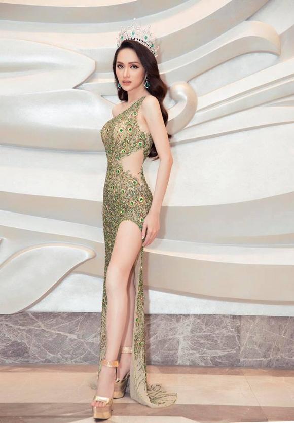 Hoa hậu Hương Giang bị dân mạng nghi ngờ 'cắt xương sườn' vì phô vòng eo nhỏ chẳng kém Ngọc Trinh - Ảnh 8