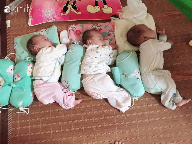 Hé lộ cuộc sống bỉm sữa của gia đình sinh ba: 2 tháng đầu gần như thức trắng đêm, mỗi tháng tốn 30 triệu nuôi con - Ảnh 2