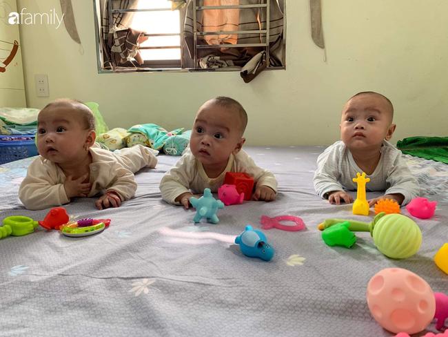 Hé lộ cuộc sống bỉm sữa của gia đình sinh ba: 2 tháng đầu gần như thức trắng đêm, mỗi tháng tốn 30 triệu nuôi con - Ảnh 3
