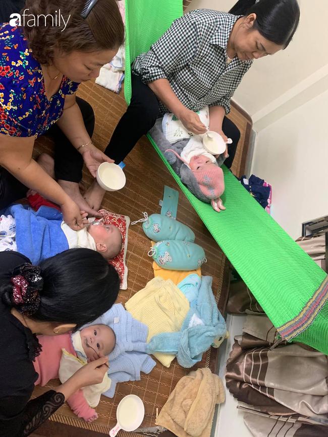 Hé lộ cuộc sống bỉm sữa của gia đình sinh ba: 2 tháng đầu gần như thức trắng đêm, mỗi tháng tốn 30 triệu nuôi con - Ảnh 4