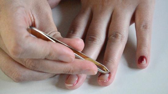 Cách tẩy sơn gel đơn giản tại nhà không làm hư hại móng - Ảnh 1
