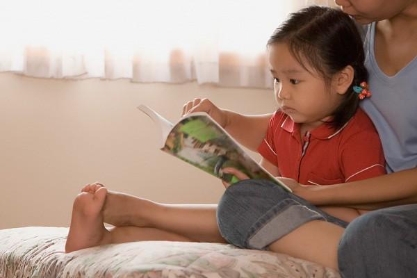 Con lười đọc sách, mẹ đã có ngay 5 bí kíp giúp con yêu thích và ham đọc ngay từ nhỏ - Ảnh 2