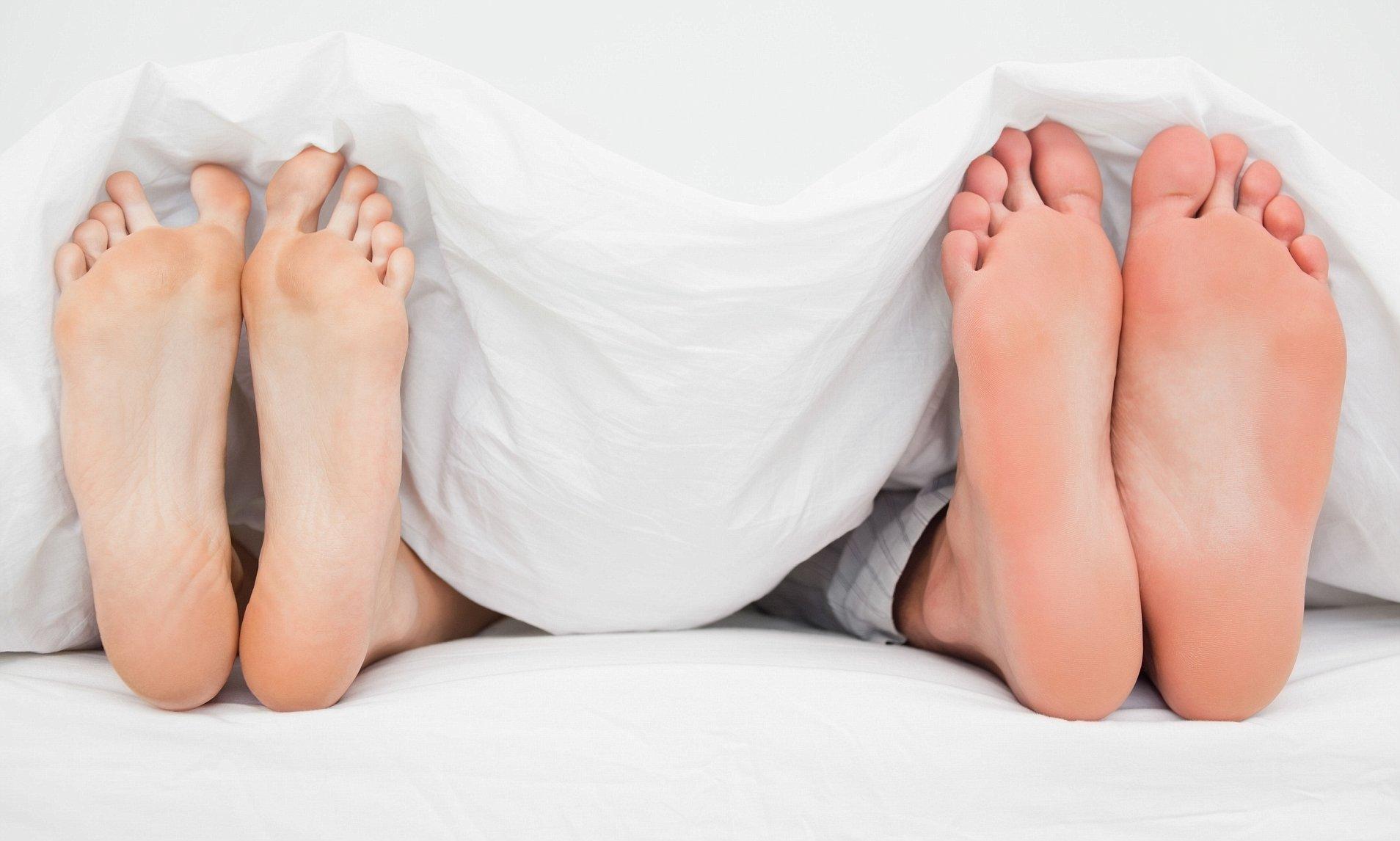 Phụ nữ nên không mặc hay mặc đồ lót khi đi ngủ?