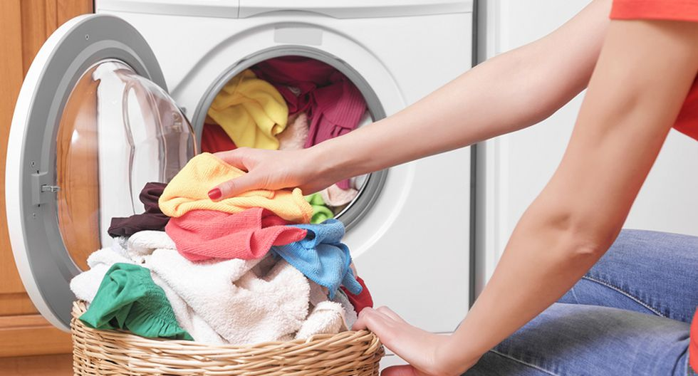 Nên chuẩn bị lót các tấm khăn khi đi ngủ để giữ vệ sinh chăn, gối