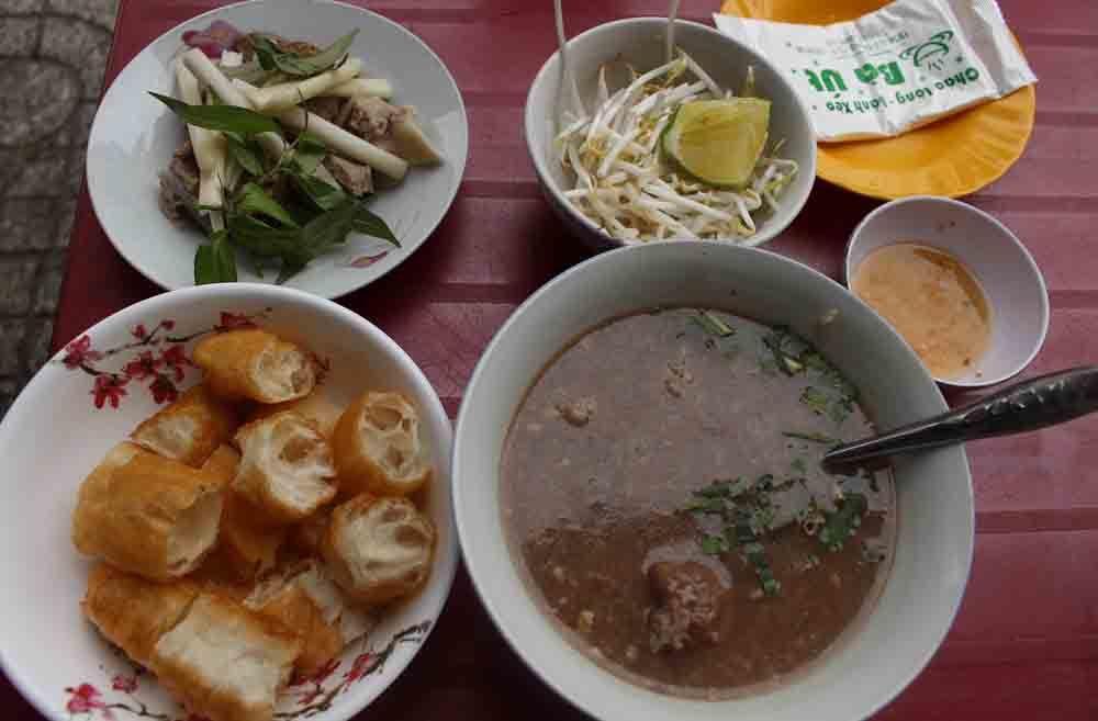 Bánh đúc, phở Lệ có thâm niên lâu đời, nổi tiếng ở Sài Gòn - Ảnh 1