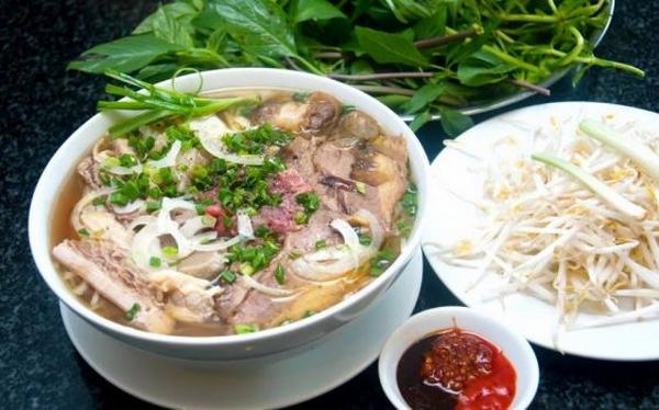 Bánh đúc, phở Lệ có thâm niên lâu đời, nổi tiếng ở Sài Gòn - Ảnh 3