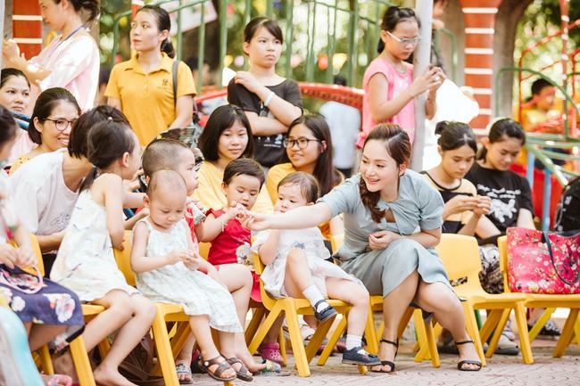 Cô con gái lai của Lan Phương 'ghi điểm' khi làm việc ý nghĩa này cùng mẹ - Ảnh 1