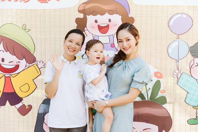 Cô con gái lai của Lan Phương 'ghi điểm' khi làm việc ý nghĩa này cùng mẹ - Ảnh 7