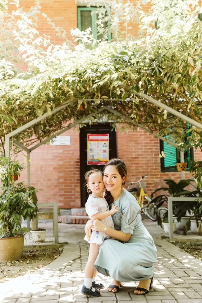 Cô con gái lai của Lan Phương 'ghi điểm' khi làm việc ý nghĩa này cùng mẹ - Ảnh 8