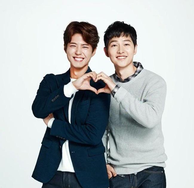 """Thực hư khoảnh khắc Song Joong Ki hội ngộ Park Bo Gum sau 1 năm bị đồn là """"kẻ thứ 3"""" trong vụ ly hôn Song Hye Kyo? - Ảnh 2"""