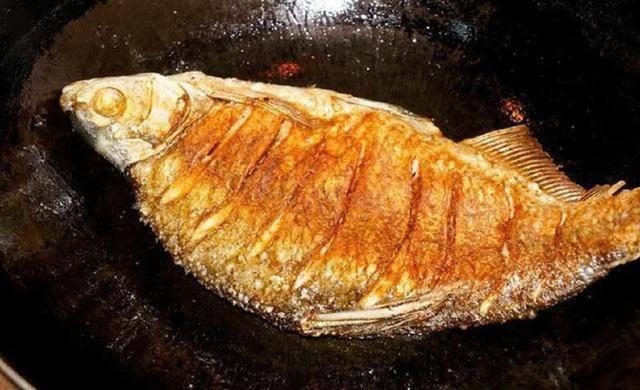 Dù rán cá gì, hãy thêm bước này, da cá vàng giòn không nát để kho cũng rất ngon - Ảnh 1
