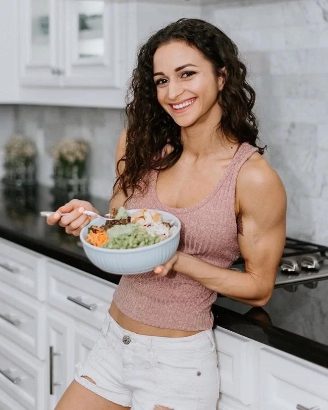 Nữ vận động viên chứng minh ăn chay vẫn có cơ bắp cuồn cuộn - Ảnh 2