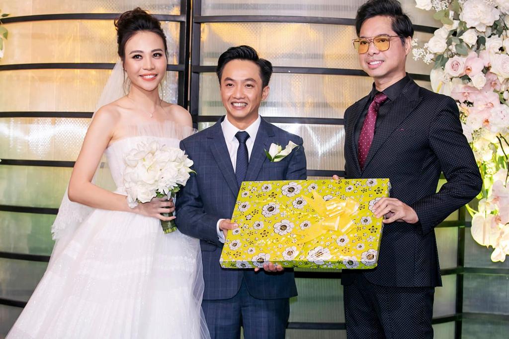 Phía Ngọc Sơn nói gì về món quà gây bão trong đám cưới Cường Đô La? - Ảnh 1