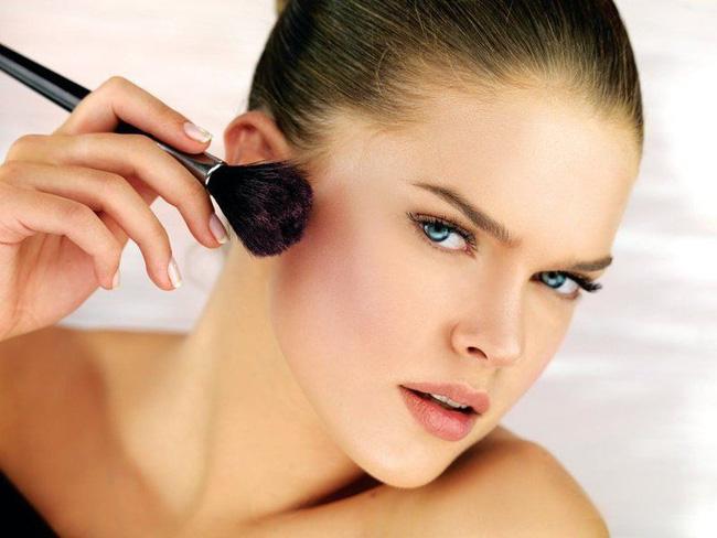 7 lỗi makeup cơ bản mà nhiều chị em dù biết vẫn rất hay mắc phải, khiến cho gương mặt trở nên kém hoàn hảo - Ảnh 4