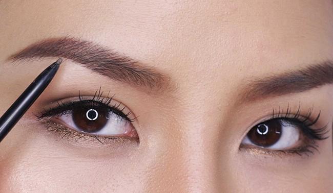 7 lỗi makeup cơ bản mà nhiều chị em dù biết vẫn rất hay mắc phải, khiến cho gương mặt trở nên kém hoàn hảo - Ảnh 7