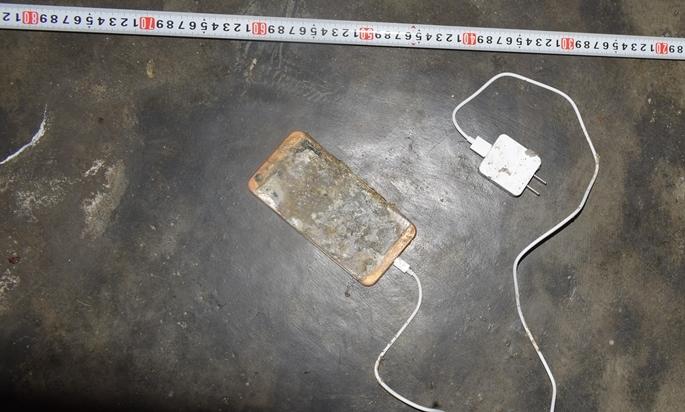 Điện thoại phát nổ trong lúc sạc pin, thanh niên Quảng Ngãi tử vong - Ảnh 2