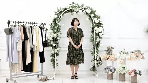 Gợi ý 10 bộ đồ chuẩn giúp bạn thật đẹp đi dự đám cưới mà không sợ bị đánh giá 'làm lố' - Ảnh 2