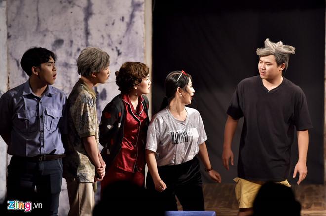Nghệ sĩ Việt nghẹn ngào sau đêm diễn cuối của sân khấu kịch Hồng Vân - Ảnh 2