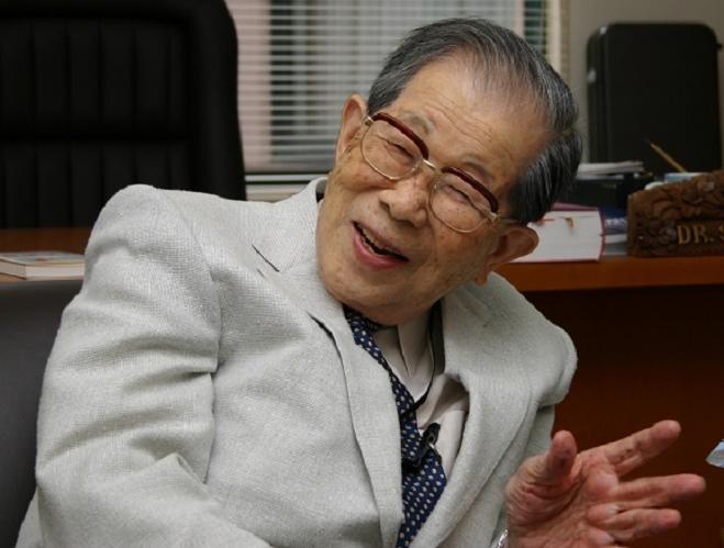 Bác sĩ Nhật 105 tuổi chia sẻ bí quyết sống thọ - Ảnh 1