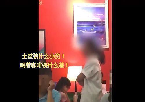 Cậu bé la hét om sòm trong hiệu sách, người mẹ bị nhắc nhở lại có hành động khiến ai nấy sửng sốt - Ảnh 1