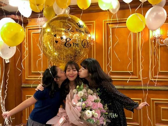 MC Diệp Chi đón sinh nhật bên con gái, vắng bóng chồng - Ảnh 1