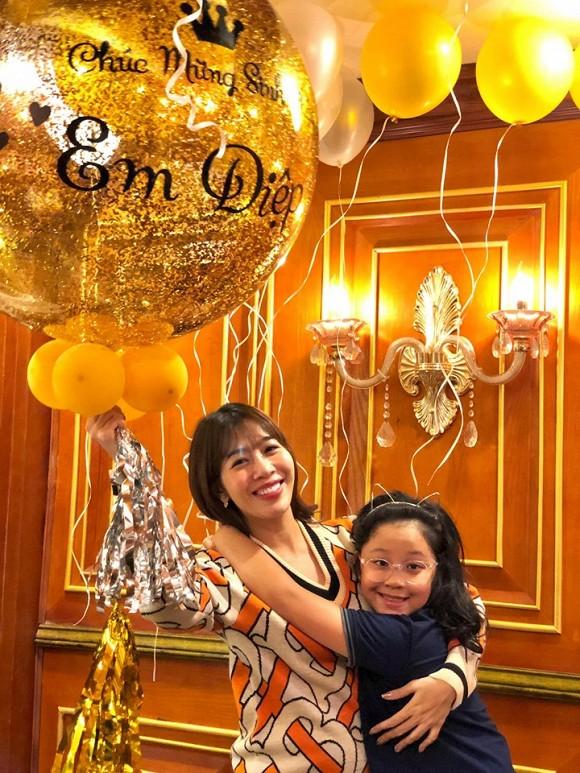 MC Diệp Chi đón sinh nhật bên con gái, vắng bóng chồng - Ảnh 3