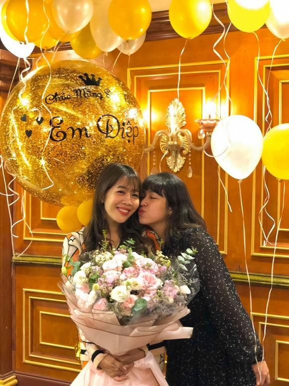 MC Diệp Chi đón sinh nhật bên con gái, vắng bóng chồng - Ảnh 4