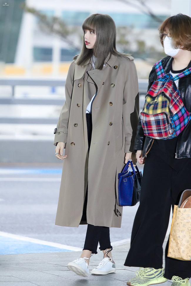 Những cách diện trench coat thanh lịch cá tính từ các kiều nữ Hàn dành cho nàng công sở ngoài 30 - Ảnh 1