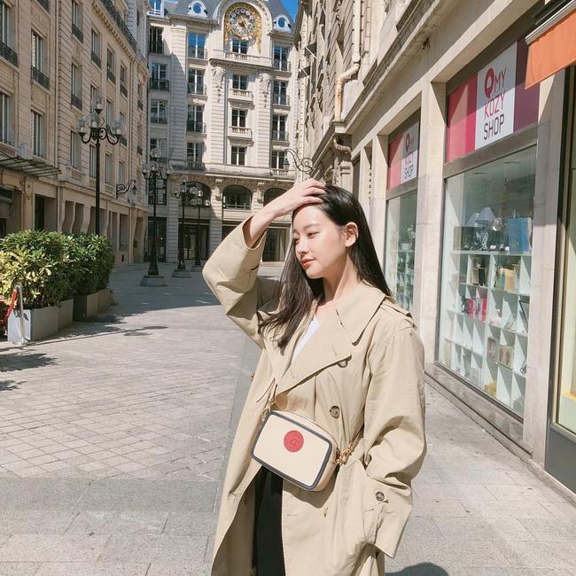 Những cách diện trench coat thanh lịch cá tính từ các kiều nữ Hàn dành cho nàng công sở ngoài 30 - Ảnh 4