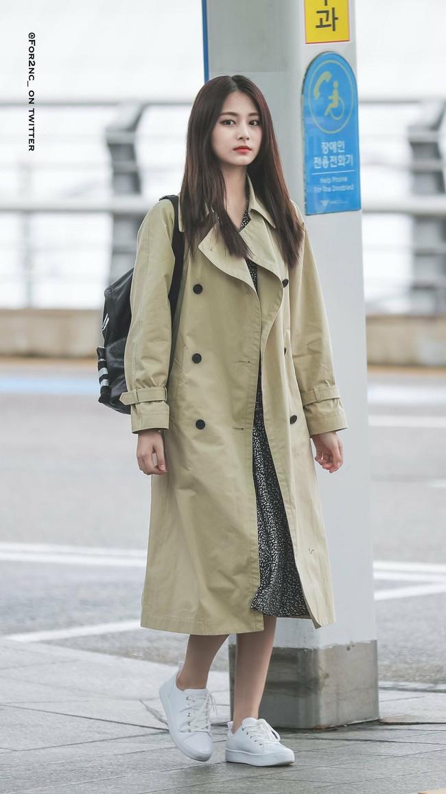 Những cách diện trench coat thanh lịch cá tính từ các kiều nữ Hàn dành cho nàng công sở ngoài 30 - Ảnh 6