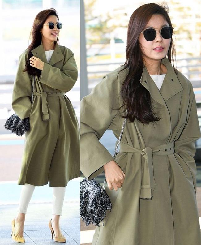 Những cách diện trench coat thanh lịch cá tính từ các kiều nữ Hàn dành cho nàng công sở ngoài 30 - Ảnh 7