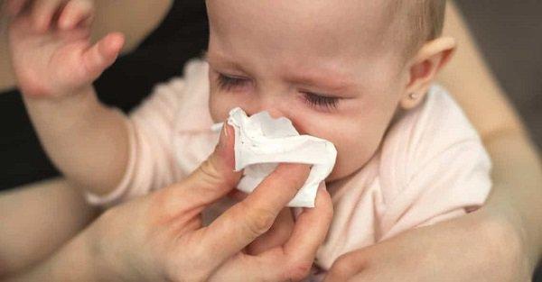 Trẻ bị nghẹt mũi, khó thở khi ngủ báo hiệu bệnh gì? - Ảnh 2