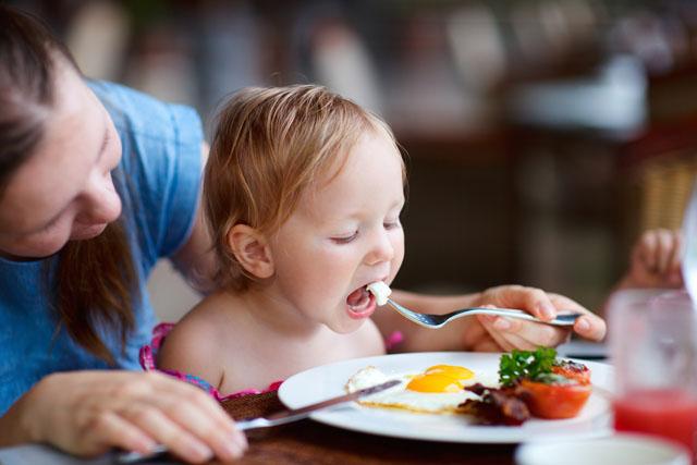 Cảnh báo: Cho trẻ ăn trứng không đúng cách coi chừng hại con, ăn trứng bao nhiêu là đủ? - Ảnh 2