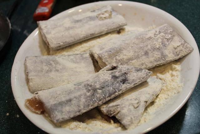 Khi rán cá, chỉ cần thêm bước này, đảm bảo cá giòn tan không mềm, nát - Ảnh 2