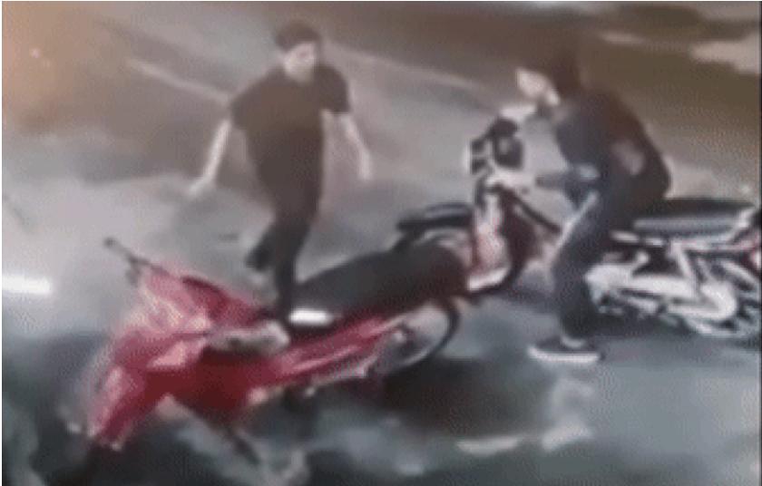 Tài xế taxi bị sát hại để lại vợ và con nhỏ bơ vơ: Tiết lộ những hình ảnh đầu tiên của nghi phạm và hung khí - Ảnh 2