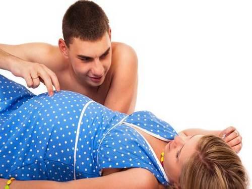 Quan hệ kiểu này rất dễ dẫn tới sảy thai khi mang bầu mẹ nào cũng cần nằm lòng - Ảnh 1
