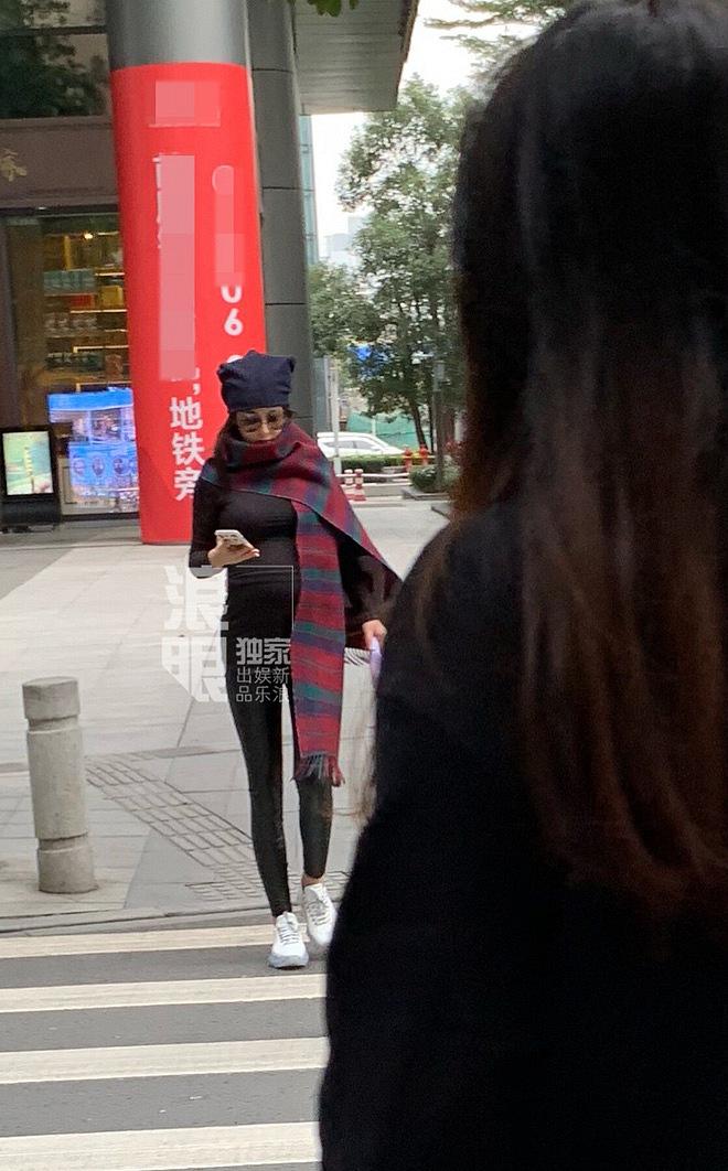 Trương Hinh Dư xuất hiện với bụng bầu vượt mặt nhưng đây mới là điểm gây chú ý nhất - Ảnh 5