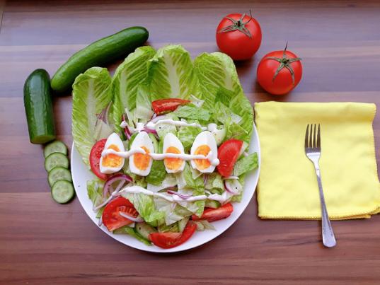 Salad trứng trộn rau củ giúp giảm cân hiệu quả sau Tết - Ảnh 1