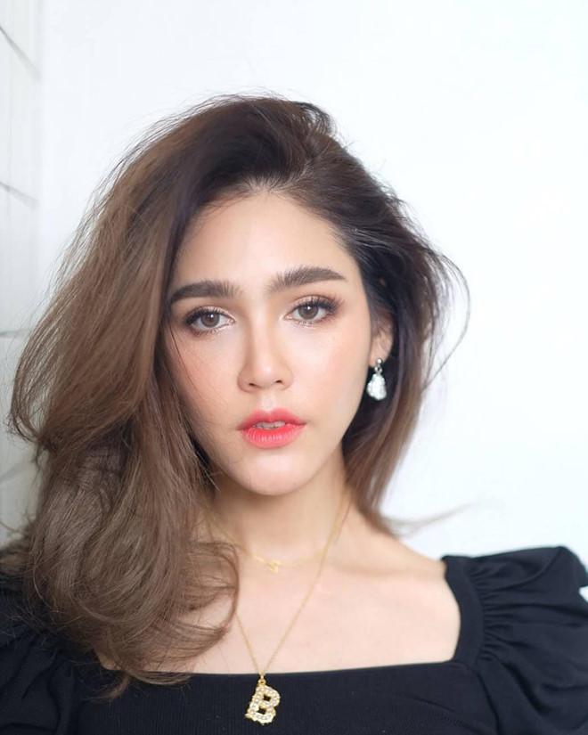 'Nữ hoàng gợi cảm' Thái Lan trẻ đẹp như thiếu nữ đôi mươi ở tuổi U40 - Ảnh 1