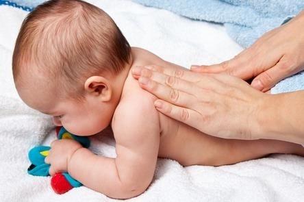 TUYỆT CHIÊU giúp mẹ xoa dịu trẻ đang CÁU GẮT, QUẤY KHÓC hiệu quả ngay lập tức - Ảnh 2