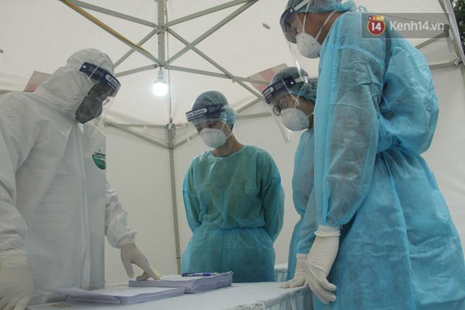Phát hiện 3 trường hợp dương tính trong ngày đầu xét nghiệm nhanh Covid-19 ở Hà Nội - Ảnh 2