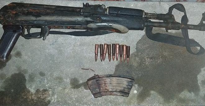 Thanh niên mang súng đi giải quyết mâu thuẫn nhưng lóng ngóng làm súng cướp cò khiến bạn đi cùng bị thương nặng - Ảnh 2