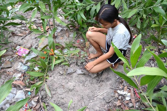 Bé trai bị chôn sống ở Bình Thuận: Mẹ nói chỉ đặt con xuống và cào đất phủ lên chứ không chôn - Ảnh 3