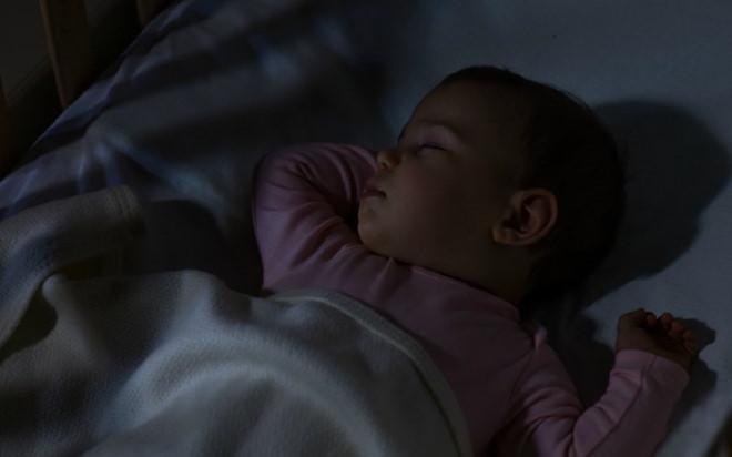 Bé 2 tuổi ngừng cao vì thói quen sai lầm trước khi đi ngủ của bố mẹ - Ảnh 1