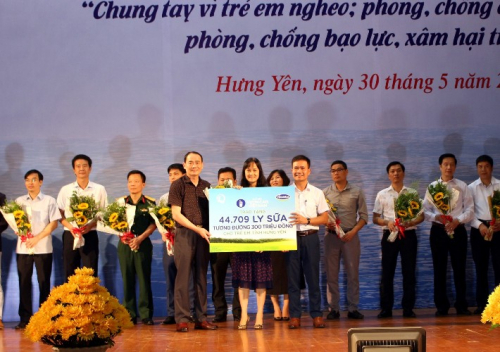 Quỹ sữa vươn cao Việt Nam và Vinamilk chung tay vì trẻ em Hưng Yên - Ảnh 1