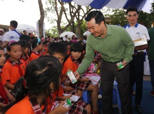Quỹ sữa vươn cao Việt Nam và Vinamilk chung tay vì trẻ em Hưng Yên - Ảnh 2