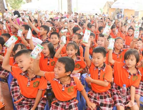 Quỹ sữa vươn cao Việt Nam và Vinamilk chung tay vì trẻ em Hưng Yên - Ảnh 3